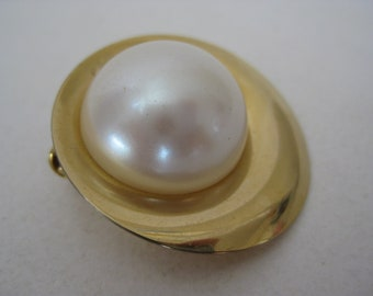 Gold Pearl Scarf Clip Vintage Round