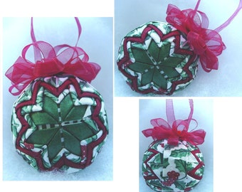 Longaberger TRADITIONAL HOLLY  quilted ornament