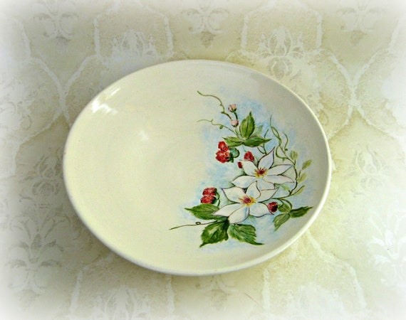 Serving Bowl in White With Floral Pattern