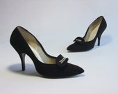 Vintage 1950s Shoes //  Red Hot Mama Black Suede Stiletto Bombshell Shoes Size 7