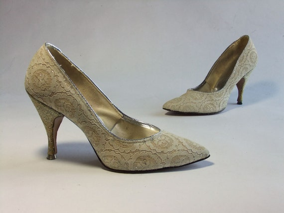 RESERVED Vintage 1950s Shoes //  Lace Love Affair Cream Wedding Heels Shoes Size 5