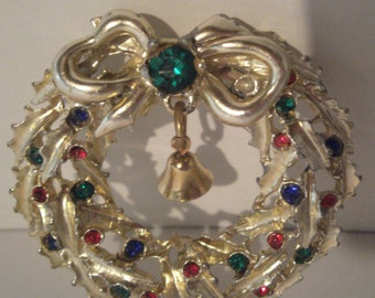 Vintage Christmas Pin - Wreath Brooch - Gold Tone - Rhinestones Wreath Pin - Vintage Rhinestone Wreath - Costume Jewelry - Holiday Pin