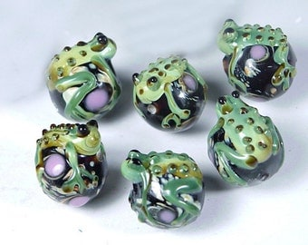 Lampwork Handmade Green Frog Hug Ball Beads (6 pc) (L300)