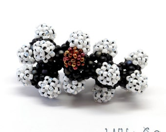 Menthol Molecule in Beads for the Chemistry Nerd in You