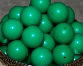 Vintage Lot of 10 Kelly Green Lucite Beads 19MM   BL2 N1L