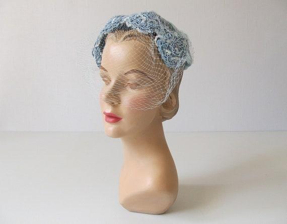 vintage 1950s Hat /  50s Hat / White Hat with Veil / Mist