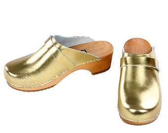 Patent leather Clogs gold