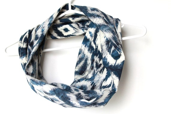 Tribal Ikat Infinity Scarf.  Circle Cowl Scarf. Navy Blue and White Scarf.  Batik Print. Lightweight Cotton. Autumn Fashion.