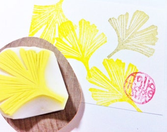ginkgo leaf hand carved rubber stamp. woodland stamp. autumn holiday crafts. gift wrapping. card making. medium. mounted