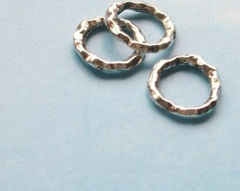 20 closed rings with hammered texture, silver tone, 11mm