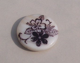 Nine 25 mm Shell Beads with Painted  Hibiscus & Flower Black and White