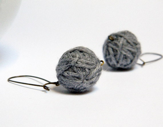 Tweed light grey wool yarn beads earrings Tina, handmade wool balls, round fiber earrings, brass earwires, titanium.