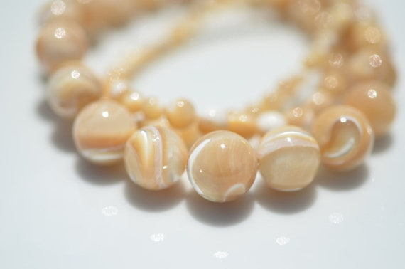 Mother of Pearl Graduated Beads