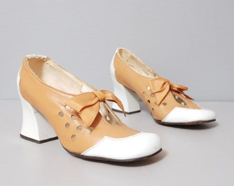 SALE - 1960s Heels - Two Tone Bow Heels with Cut Outs - Size 5