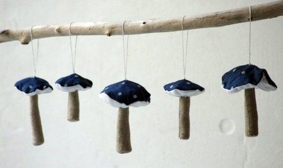 A set of 5  mushroom