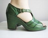 Fabulous 1940s Vintage Grass Green T-Strap Platform Wedge Heels - Size 8, 8.5 - FREE SHIPPING