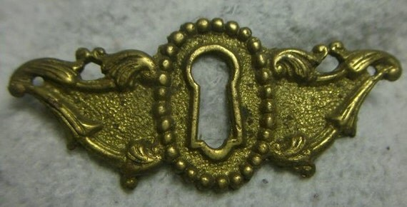 Antique Brass Ornate Keyhole Cover ESCUTCHEON Architectural Furniture Hardware Salvage