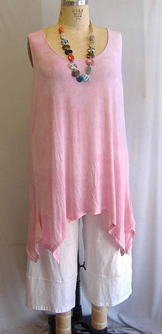 Coco and Juan Lagenlook Plus Size Pink Tie Dye Slinky Angled Tank Top Size 1 Fits 1X,2X Bust  to 50 inches