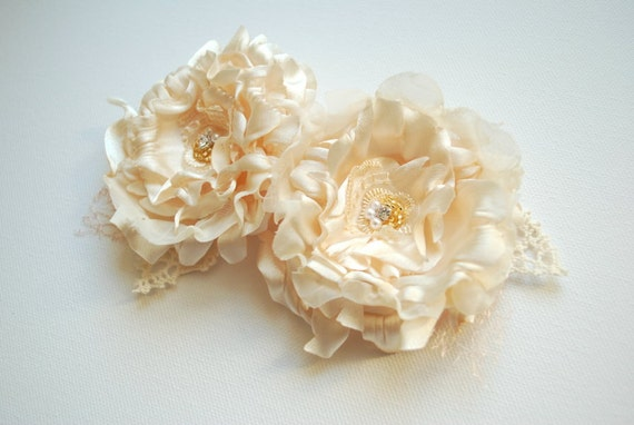 Champagne ivory cream romantic roses-Set of 2 satin flowers-Weddings Accessories Hair-Bride,bridesmaids,flower girls