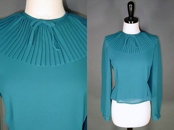 RESERVED for Tiny Black Bow........Vintage Blouse / Pleated / TEAL COLLAR / m