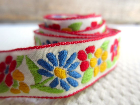 Vintage Bright Colorful Flowers in Red Yellow Blue Green Sewing Trim Supply