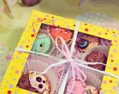 Set of 6  funny cookies in a pretty box