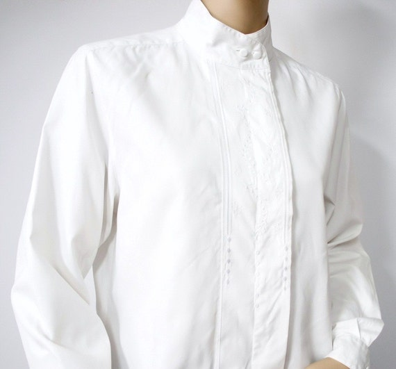 White Blouse / 1970's / Cotton / Embroidered / Long Sleeved / High Collar / Size 8