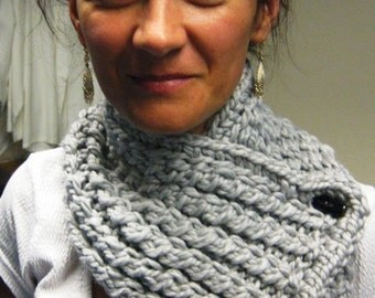 Superchunky  gray handknit scarf, Hand Knit cozy wool Scarflette,cowel ,Neck Warmer, Button Neck Wrap