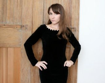 Sexy Black Velvet 1960's wiggle dress size small to small Medium