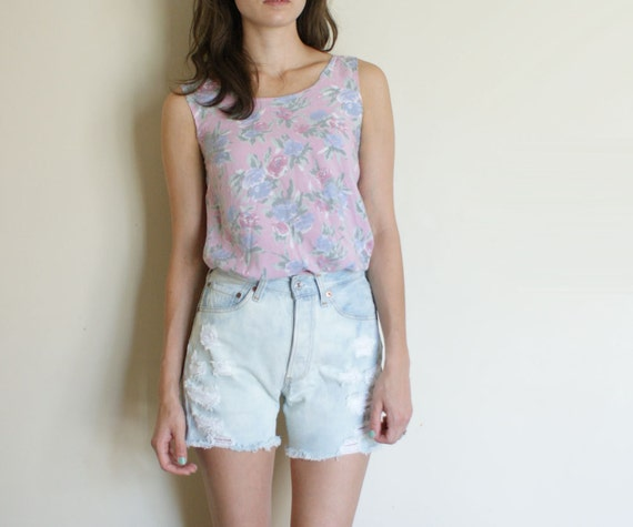size xs-s vintage bleached high waist cut off levis 501 shorts. destroyed. cuffable.