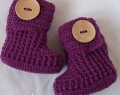 Crochet baby booties with natural large wooden buttons for newborn, 0-3 M or 3-6 M,choose your color and size