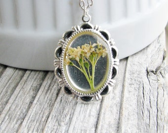 Real Dogwood Flower Necklace Botanical Jewelry White Plant Real Pressed Flowers Resin Silver Plated Nature Inspired Bridal Jewelry Unique