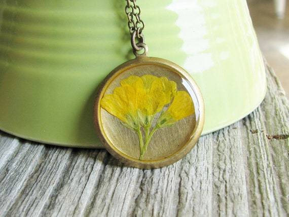 Wood Sorrel Necklace Pressed Flowers Botanical Jewelry Nature Inspired Resin Pendant Garden Lover Gift Yellow Flowers
