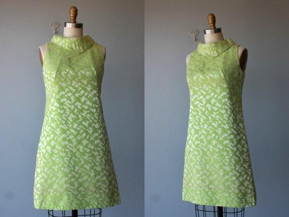 1960s dress / 60s dress / silk brocade party dress / shift dress / cocktail dress - size small , medium