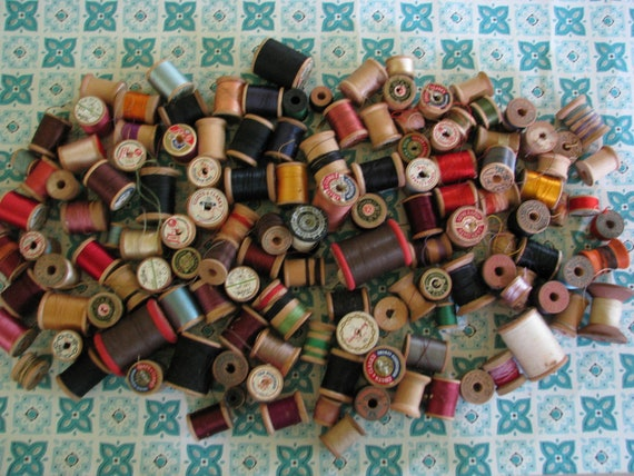 BIG Lot of Vintage Wooden Sewing Spools