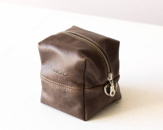 Leather Cosmetic bag / leather make up bag / tan Leather zipper pouch/ leather makeup bag / distressed leather / tan brown clutch DASPREZ. 5 out of 5 stars () $ Favorite Add to See similar items Leather makeup bag, leather make up bag, makeup storage, cosmetic bag, cosmetic case, gifts for her, gift for mum, bees gift, bees print.