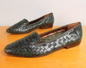 1980s Woven Flats / Forest Green Basketwoven Leather Pointy Toe Skimmers - Womens 7 - Basic Slip On 80s Shoes