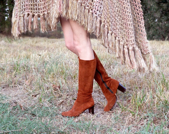 Vintage 70s Tall Brown Leather Boots . Zip Up Knee High Heel Boho Style . Womens Size 8 M