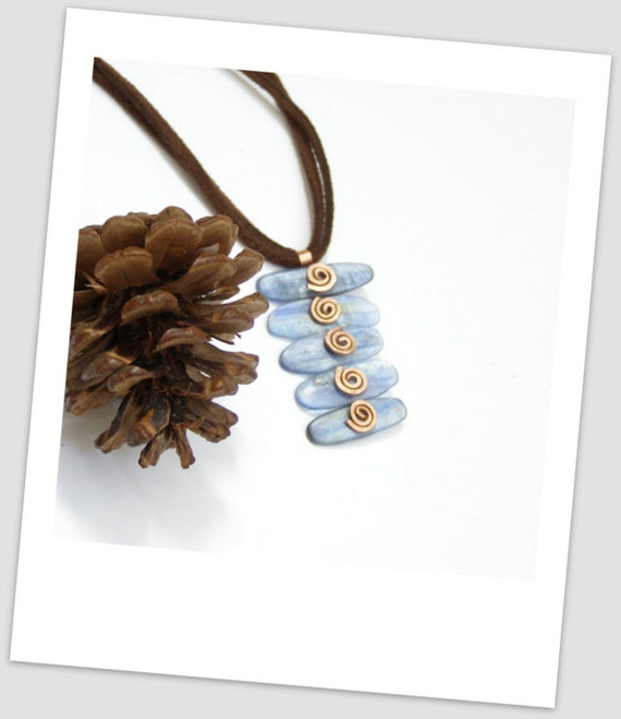 Kinetic five levels Royal blue kyanite slice casual pendant with copper spirals made in Israel