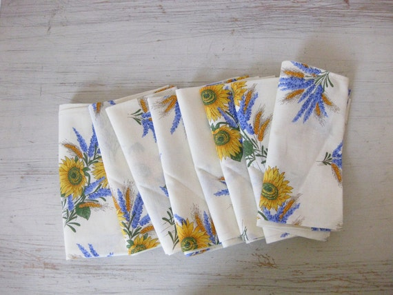 sunflowers and wheat // eight vintage 70s floral napkins