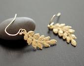 Lace leaf earrings in gold