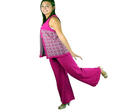 1970s bell bottoms and vest, wide leg pants, 1960s mod,  long vest, hot pink, argyle vest, Size M