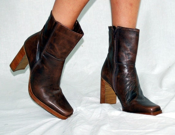 Vintage leather boots, 1970s boots, short leather boots, brown leather, Candies, Stacked heel, Made in Brazil, Size 7
