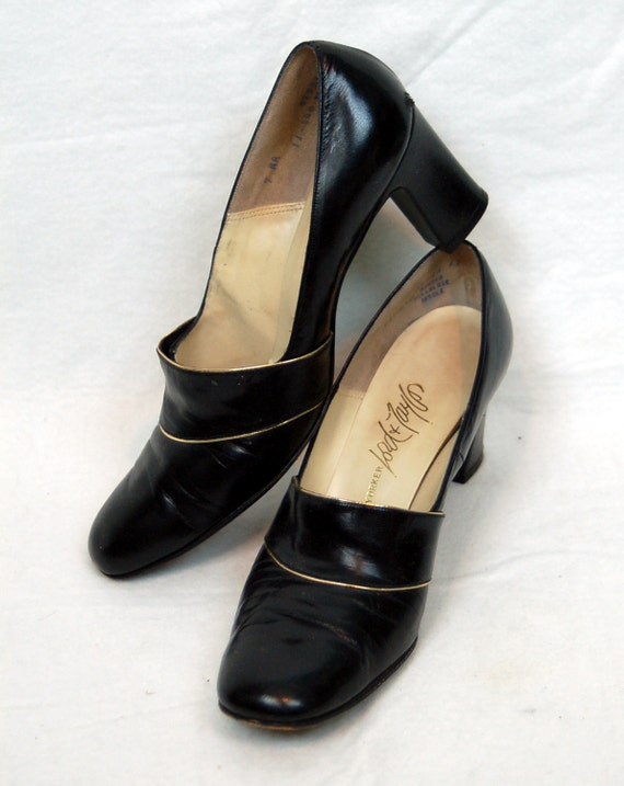 1960s black shoes, Lord & Taylor shoes, 60s black leather pumps,Chunky heel pumps, shiny black heels, Size 8N, 9AA