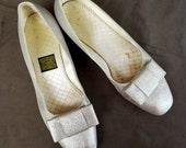 Daniel Green 60s Vintage Metallic Silver Flat Big Bow Mod Slippers Shoes sz 8