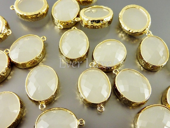 5074G-WO (2 pcs)  White Opal / Gold Faceted oval glass with hammered bezel pendants