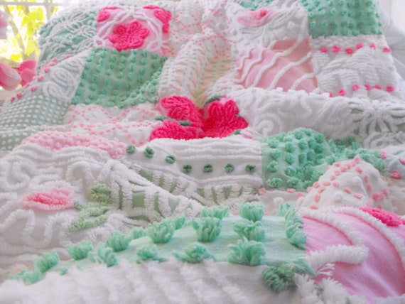 GORGEOUS WARM SNUGGLY Vintage Chenille Patchwork Quilt Pink Green Throw Size