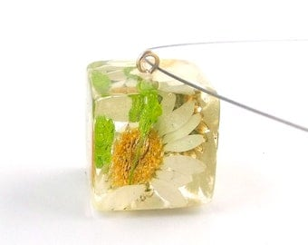 Daisy and Green Baby's Breath Resin Pendant. Green and White Resin Necklace.   Real Pressed Flowers -  Gardener's Gift
