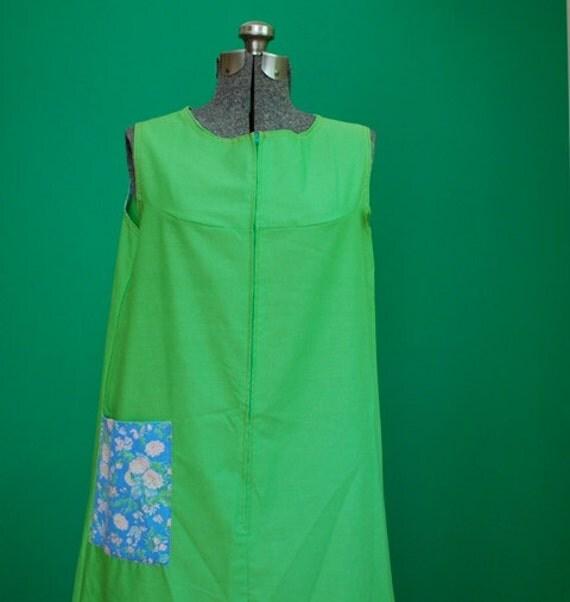 Vintage Women's 1960s House Dress with Floral Print Pocket- Size Medium