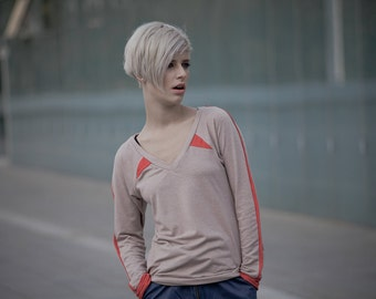 BEIGE long sleeve t shirt with red triangles and sleeve hem